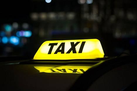 Kela-taksien käyttäjä voi valita ensi vuoden alusta lukien kahdesta eri kuljetuspalvelujen tuottajasta.