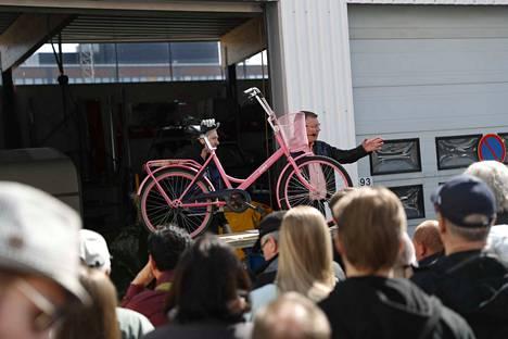 Poliisin huutokaupassa torstaina on tarjolla  muun muassa polkupyöriä. Huutokauppa alkoi kello 12