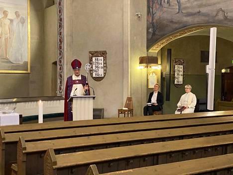 Tuomiokirkon pääsiäisjumalapalveluksen toimitti piispa Matti Repo.