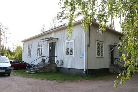 Kyläyhdistys hankki vanhan rukoushuoneen viime vuonna. Sittemmin rakennusta on kunnostettu. Talkoot ovat lauantaisin.
