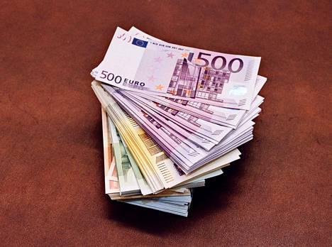 2002-03-07 NORDEA , SENAATINTORI : EUROSETELIT .KUVA EERO LIESIMAA