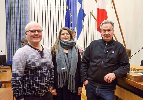 Luottamuspulaa tutkivassa väliaikaisessa valiokunnassa toimivat kuvassa olevien Teuvo Niemisen (sit), Minna Höltän (vihr) ja Pekka Järvisen (sd) lisäksi Mikko Franssila (kok) ja Veera Kiretti (vas).