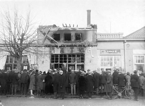 Elokuvateatteri Imatran tulipalossa kaikki kuolonuhrit olivat surmanloukuksi muodostuneella parvekkeella. Muutama katsoja pudottautui kuuden metrin korkeudessa sijainneesta ikkunasta kadulle.