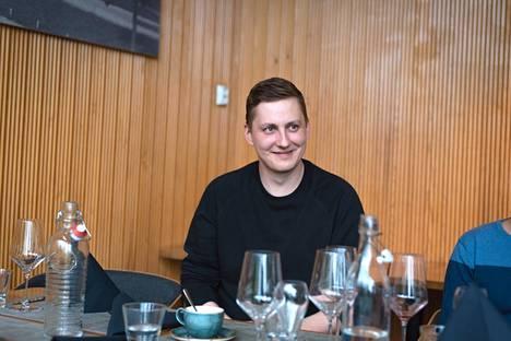 Kuvausten jälkeen Peter ja muut mallit vietiin syömään Puisto-ravintolaan, jossa Peter käy mielellään vapaa-ajallaankin. Osuuskaupalla työskentelevät saavat henkilöstöetuna –25 prosenttia ruoasta ja juomasta kaikissa S-ryhmän ravintoloissa ympäri Suomen.