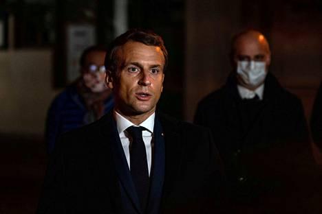 Perjantaina 16. lokakuuta surmapaikalla vieraillut Ranskan presidentti Emmanuel Macron kuvaili tekoa terrori-iskuksi.