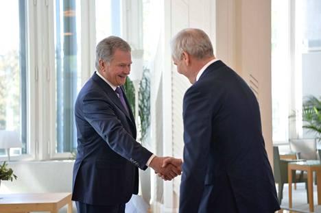 Tasavallan presidentti Sauli Niinistö ilmoitti torstaiaamuna tukevansa Antti Rinnettä tulevaksi pääministeriksi.