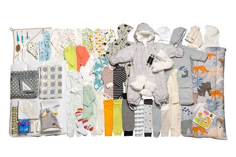 Äitiyspakkaus sisältää 63 erilaista tuotetta. Tuotteiden kuosti vaihtelevat vuosittain. Tänä vuonna vallitseva väri on harmaa.