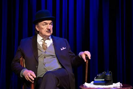 Komediateatterin Komisario Palmu -näytelmän pääosassa nähdään Aimo Räsänen. Ensi-ilta on Tampereen Komediateatterissa 15.9.