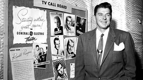 Ronald Reagan juonsi General Electric -yhtiön sponsoroimaa General Electric Theater -makasiiniohjelmaa televisiossa ja radiossa 1953–1961.