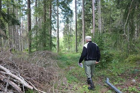 Antti Kulmala johdattaa kuvaajan läpi reitin, joka on Porin mukaan ajotie.