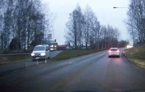 Poliisipartiot etsivät epäiltyä torstaiaamuna useita tunteja Länsi-Porissa.