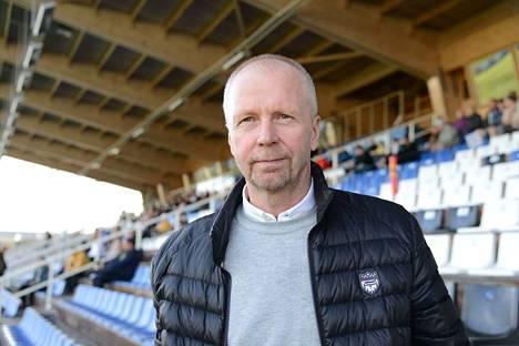 FC Hakan toimitusjohtaja Olli Huttunen lupailee hyökkääjäuutisia lähiaikoina.