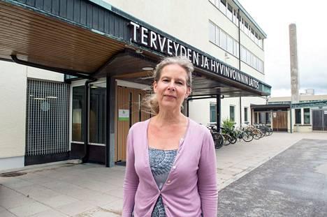 THL:n ylilääkäri Hanna Nohynek pitää Rämetin ehdotusta tehoteannoksen pienentämisestä järkevänä, mutta sanoo, että sitä ennen tarvitaan tutkimusta.