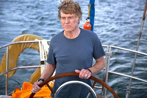 All Is Lost -elokuvassa purjehtija (Robert Redford) törmää avomerellä ajelehtivaan konttiin ja joutuu taistelemaan selviytymisestään vaikeissa olosuhteissa.