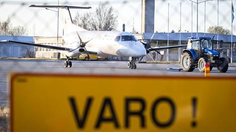 Porin kaupunginjohtaja Aino-Maija Luukkonen kertoo kaupungin viestineen liikenneministeri Harakalle ja pääministeri Marinille, että Satakunnan pitää päästä samalle viivalle muiden maakuntien kanssa lentoliikenteessä, kun sopimus päättyy 23. joulukuuta 2022.