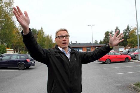 Kangasmetsän koulun rehtori Kari Kähkönen pyysi kaupungin liikenneturvallisuustyöryhmää kokoontumaan miettimään koulualueen turvallisuuden parantamista.