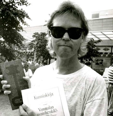 Vammalalaiset valitsivat kaupungin vuoden 1994 avainhenkilöksi Mauri Kunnaksen.