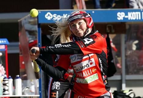 Pesäkarhujen Emilia Linna oli sunnuntain ottelussa Majuttaria vastaan tehokkain kotiuttaja. Hän löi joukkueensa kuudesta juoksusta kolme.