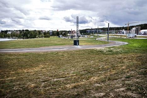 Santalahden tapahtumapuisto valmistuu ensi kesäksi. Alueella on hyödynnetty muun muassa Hämeenkadun vanhoja lyhtypylväitä.
