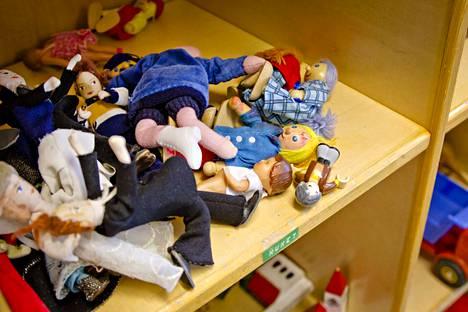 Kirjoittajan mielestä perheiden tilanne ei korjaannu pelkästään lastensuojelun tuella, mikäli perheen ongelmien syynä on päihderiippuvuus.