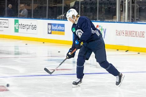 Winnipeg Jetsissä pelaava Patrik Laine jäi sivuun ottelusta Torontoa vastaan.