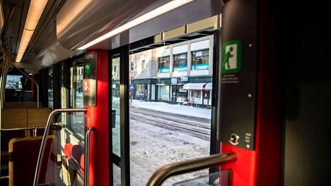 Tamperelaisten tarinoita kaivataan taiteilijoiden inspiraatiomateriaaliksi ratikkareitin varrelle tulevaan lähes 200 taidesähkökaappiin.