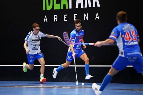 Classic ja Nokian KrP taistelivat miesten salibandyliigan pisteistä viime lauantaina Lempäälän Ideaparkissa. Ville Lastikka ratkaisi 5–4-jatkoaikavoiton Classicille.