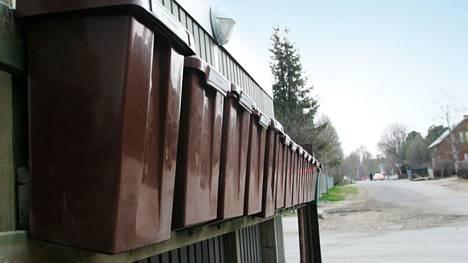 Jakamatta jääneet lähetykset löydettiin Postin lukollisesta pukukaapista lukkojen vaihdon yhteydessä. Kuvituskuva.