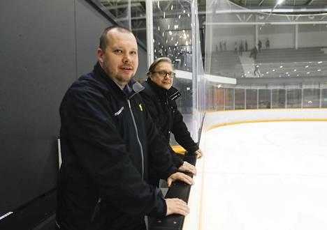 Mika Turunen (vas.) toimii Ilveksen ringettejaoston valmennuspäällikkönä ja Pekka Karvinen puheenjohtajana.