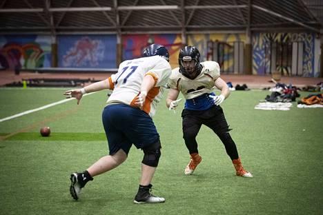 Pori Bearsin Joona Karimerto harjoitteli Peter McMahonin kanssa heinäkuussa.