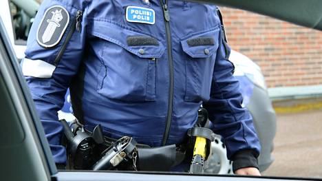 Poliisi valvoo juhannuksen aikaan normaalisti myös yleistä järjestystä ja turvallisuutta koko poliisilaitoksen alueella sekä maaseudulla että taajamissa.