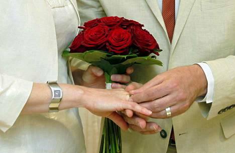 Helmikuussa järjestettävä non stop -vihkimistilaisuus tarjoaa naimisiin menoa harkinneille kirkkohäät tavallista vaivattomammin.
