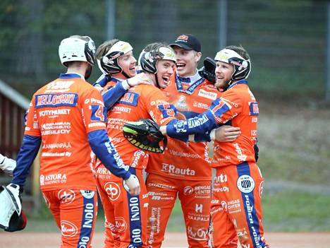 Kankaanpään Mailan ja Jyväskylän Lohen välinen 3. superpesiskarsintaottelu jatkoi aiempien otteluiden säveliä. KaMa tuskaili ajoittain sisäpelissään, mutta lopulta nappasi kuitenkin selkeän voiton tasapainoisen ulkopeliesityksen jälkeen.