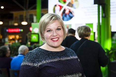 Tiede- ja kulttuuriministeri Annika Saarikko sanoi uskovansa, että alueilla pystytään tekemään arkijärkisiä ratkaisuja siitä, miten aikuisten sisätiloissa harrastettavaa ryhmäliikuntaa rajoitetaan.
