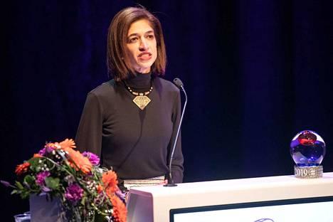 Yasmeen Hassan piti puheen palkinnonsaajan julkistamisen jälkeen.