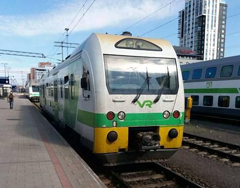 Kasvomaskisuositus koskee kauko- ja lähijunia, kuten Tampereen ja Keuruun välillä kulkevaa taajamajunaa. Kuvan junassa lähdössä 14. elokuuta Tampereelta.