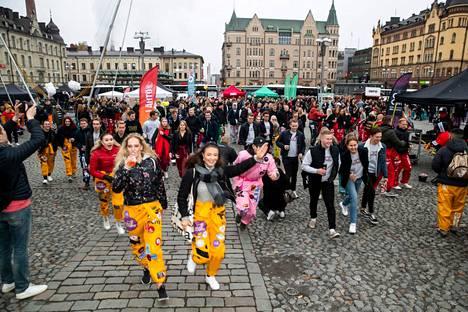 Hämeenkadun Appron menoa vuonna 2019 Tampereen Keskustorilla. Kaksi vuotta sitten tapahtumaan osallistui ennätysmäärä opiskelijoita. Mukana oli yli 11000 approilijaa.