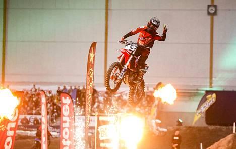 Imatran Moottorikerhon Matias Vestarinen hallitsi lauantaina supercross lites -sarjaa. Perjantaina hän kiri saman sarjan kolmanneksi, vaikka kaatui.