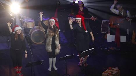 Koko perheen joululaulajaiset järjestettiin tänä vuonna totutusta poikkeavalla tavalla.