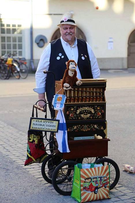 Posetiivarit esiintyvät Finlaysoiilla Väinö Linnan aukiolla kello 18–21.