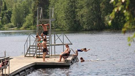 Lämpimiä päiviä ja vesiä piisasi päättyneenä kesänä pahimmillekin vilukissoille. Hellepäiviä kesään mahtui Keuruun seudulla kaikkiaan 29, vaikka niitä ei mahtunut elokuulle ainuttakaan.