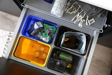 Monen kodissa kierrätysinto sammuu siihen, että roskisjärjestelmä ei anna mahdollisuuksia ja tilaa kierrättää.