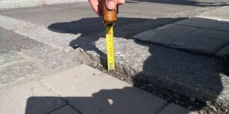 Mittanauhan mukaan kynnyksen korkeus on kolme senttimetriä.