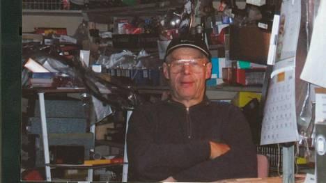 Simo Sievänen tunnettiin yrittäjänä, joka palveli aina. Kuva Sieväsen 70-vuotispäivänä Pirkko Sieväsen arkistosta.