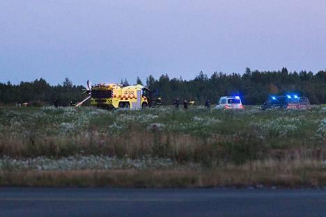 Ultrakevyt lentokone putosi lähdön jälkeen maahan Tampere-Pirkkalan lentokentällä keskiviikkoiltana. Onnettomuus tapahtui todennäköisesti valvotussa opetustilanteessa, sillä lentäjällä ei ollut vielä lentolupakirjaa.