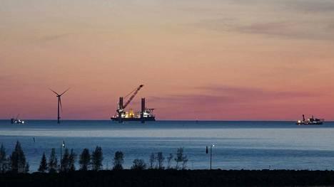 Tahkoluodon edustan ensimmäistä merituulipuistoa pystytettiin toukokuussa 2017. Uusi merituulipuisto tulisi vanhaa puistoa kauemmas merelle.
