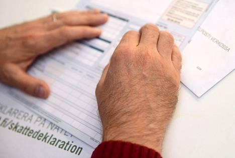 Verokortin tulorajan ylittyessä palkkatuloja verotetaan joulukuussa perusprosenttia korkeammalla lisäprosentilla.