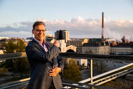 Pormestari Lauri Lyly pitää tamperelaisia jännityksessä vielä muutaman viikon. Tammikuun lopulla tiedetään, aikooko hän hakea jatkokautta. Lyly kuvattiin Tampereen kaupungintalon kattoterassilla viime kesänä.