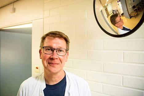 Tampereella suolistosyöpäseulonnan tähystyksiä tekee Hatanpään terveysaseman vastaava lääkäri Tero Harjuntausta. Kuva on otettu 23. lokakuuta viime vuonna.
