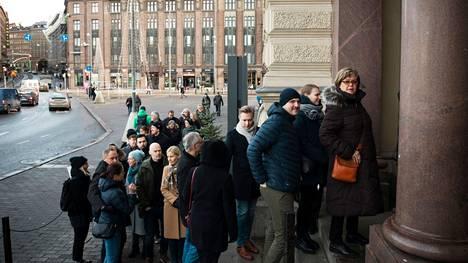 Ihmiset jonottivat Helene Schjerfbeckin näyttelyyn viime vuoden tammikuussa. Ainakaan vielä tällaisia jonoja ei anneta syntyä, vaan lippu on ostettava tietylle saapumisajankohdalle.
